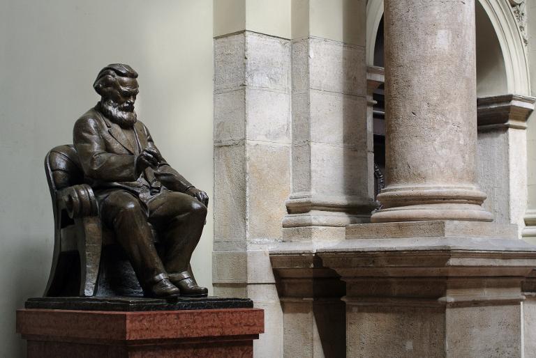 وداعا كارل ماركس! هنغاريا تتخلى عن آخر تمثال له