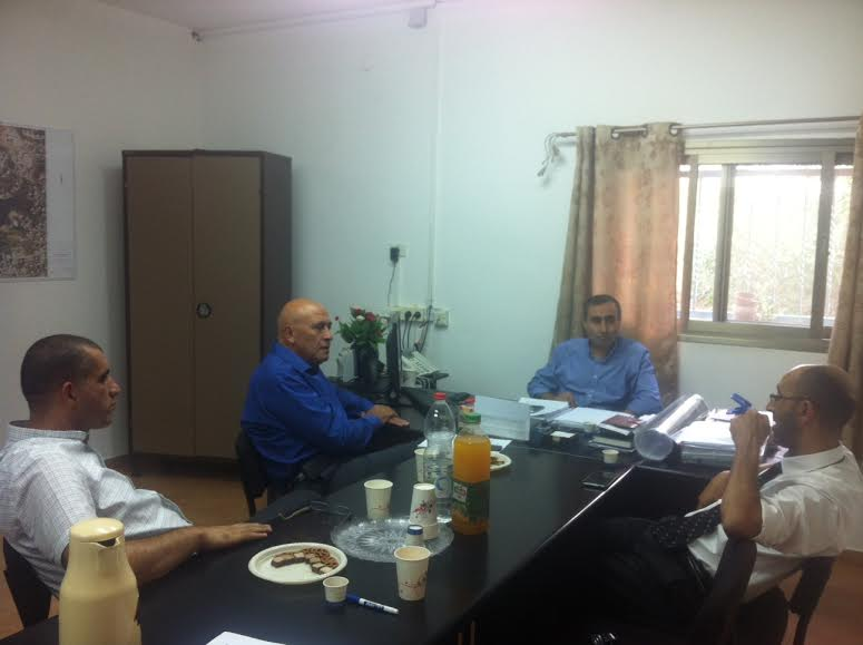 النائب غطاس يناقش مشاريع الشركة الاقتصادية في بلدية أم الفحم