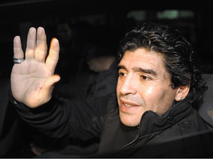 الاتحاد الفلسطيني للكرة ينفي نيته استقدام مارادونا  لقيادة المنتخب