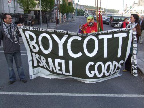 مقاطعة البضائع الإسرائيلية تحولت إلى محور رئيسي في إستراتيجية المقاومة الشعبية