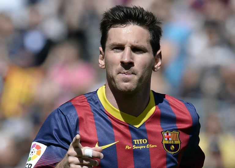 ميسي يحتفل بالذكرى العاشرة لأول مباراة مع برشلونة