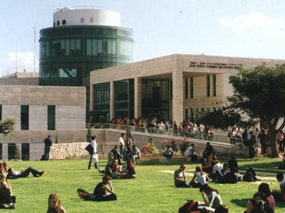 افتتاح العام الدراسي الأكاديمي: معظم الطلاب يدرسون في الكليات