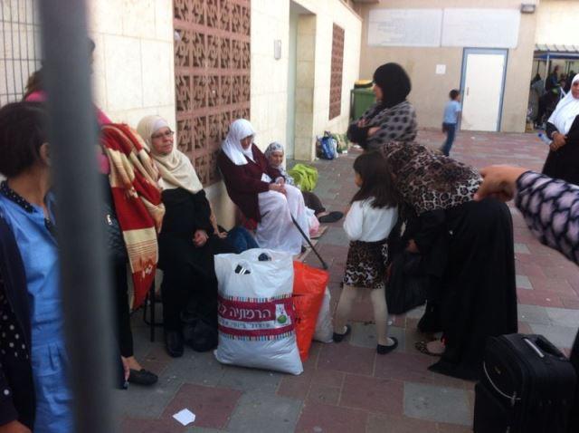 إسرائيل تواصل التنكيل بأهالي أسرى الداخل خلال زيارة أبنائهم