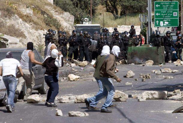 """""""حقوق المواطن"""" تطالب شرطة القدس برفع الحصار عن قرية العيسوية"""