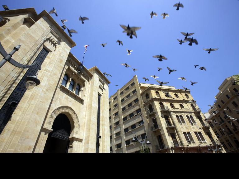 برلمان لبنان يمدد ولايته في ظل صراع سياسي وتوتر أمني