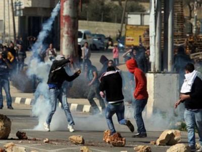 """إصابة فلسطينيين في مواجهات مع الاحتلال أمام سجن """"عوفر"""""""