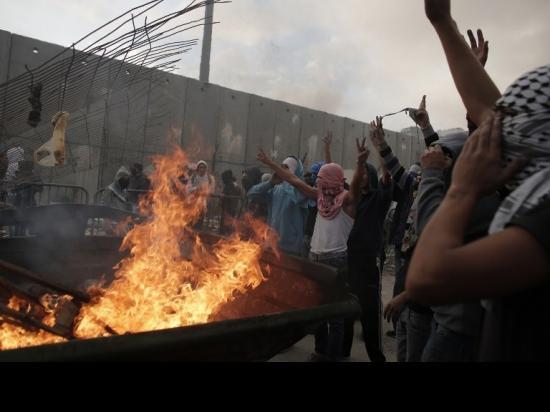 """""""قد يطلق عليها انتفاضة أو هبة شعبية ولكنها معركة على السيادة في القدس"""""""