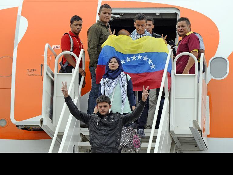 119 طالبًا فلسطينيًا من غزة يصلون إلى فنزويلا لدراسة الطب