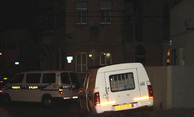 وسط تقاعس الشرطة وعنفها، جريح في شفاعمرو وإطلاق رصاص في الطيبة