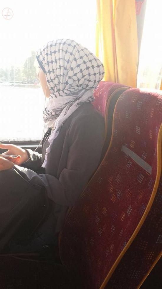 الطلاب يرتادون المدارس بالكوفية الفلسطينية وينظمون مسيرات احتجاجية