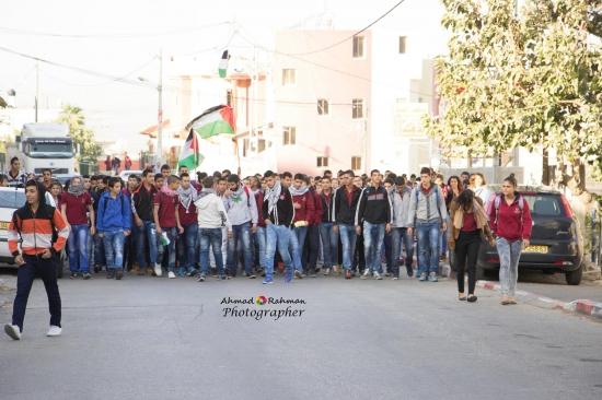مسيرة طلابية بالبعينة النجيدات تندد بقتل الشرطة للشاب خير حمدان