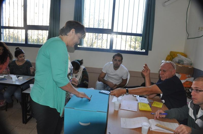 انتخابات عبلين: احتدام المنافسة لحسم الرئاسة من الجولة الأولى