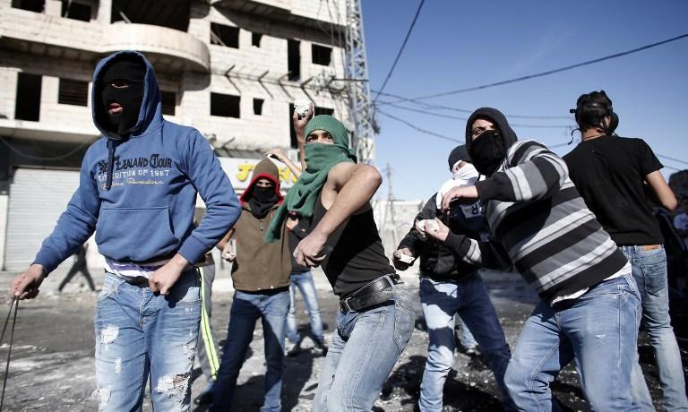 القدس: مواجهات في العيساوية بين محتجين فلسطينيين وشرطة الاحتلال