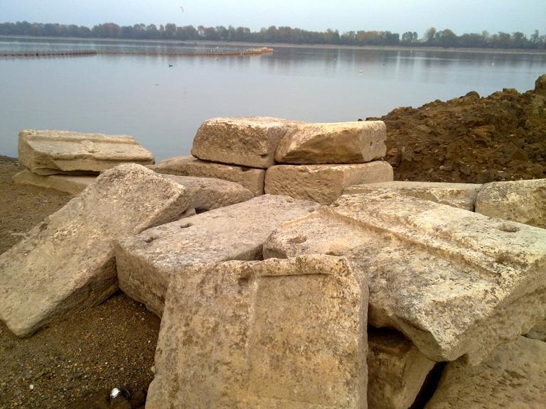 علماء الآثار يعثرون على عظام الشخص المدفون في القبر الغامض في مقدونيا