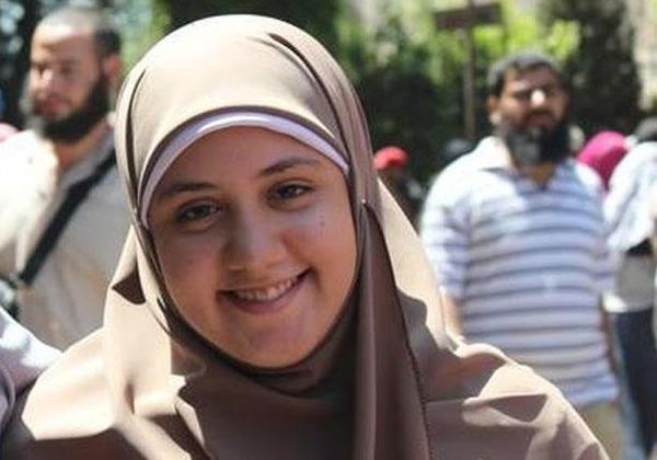 نشطاء يحذرون من المناخ السياسي في مصر بعد انتحار زينب المهدي