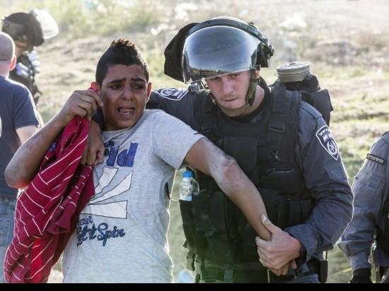 القضاء الإسرائيلي: الشرطة تنتهك منهجيا حقوق المعتقلين القاصرين في كفر كنا