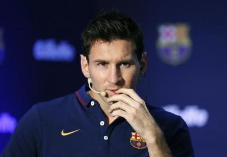 والد ميسي يقلل من أهمية تعليقات ابنه حول الرحيل عن برشلونة