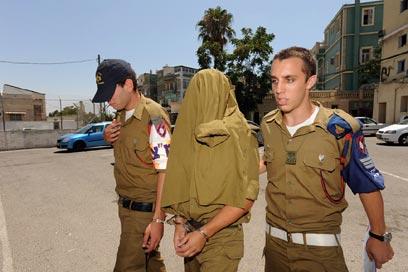 اعتقال جندي إسرائيلي حاول إدخال هاتف خليوي لأسير فلسطيني