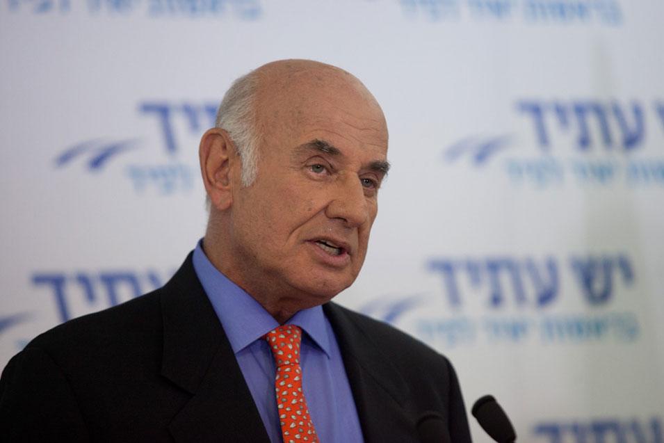 """بيري: """"يش عتيد"""" ستنضم لأي كتلة قادرة على استبدال نتانياهو"""