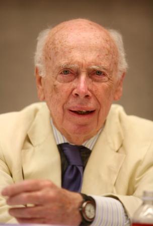 جائزة نوبل للطب لعام 1962 تباع في مزاد بأكثر من 4.7 مليون دولار