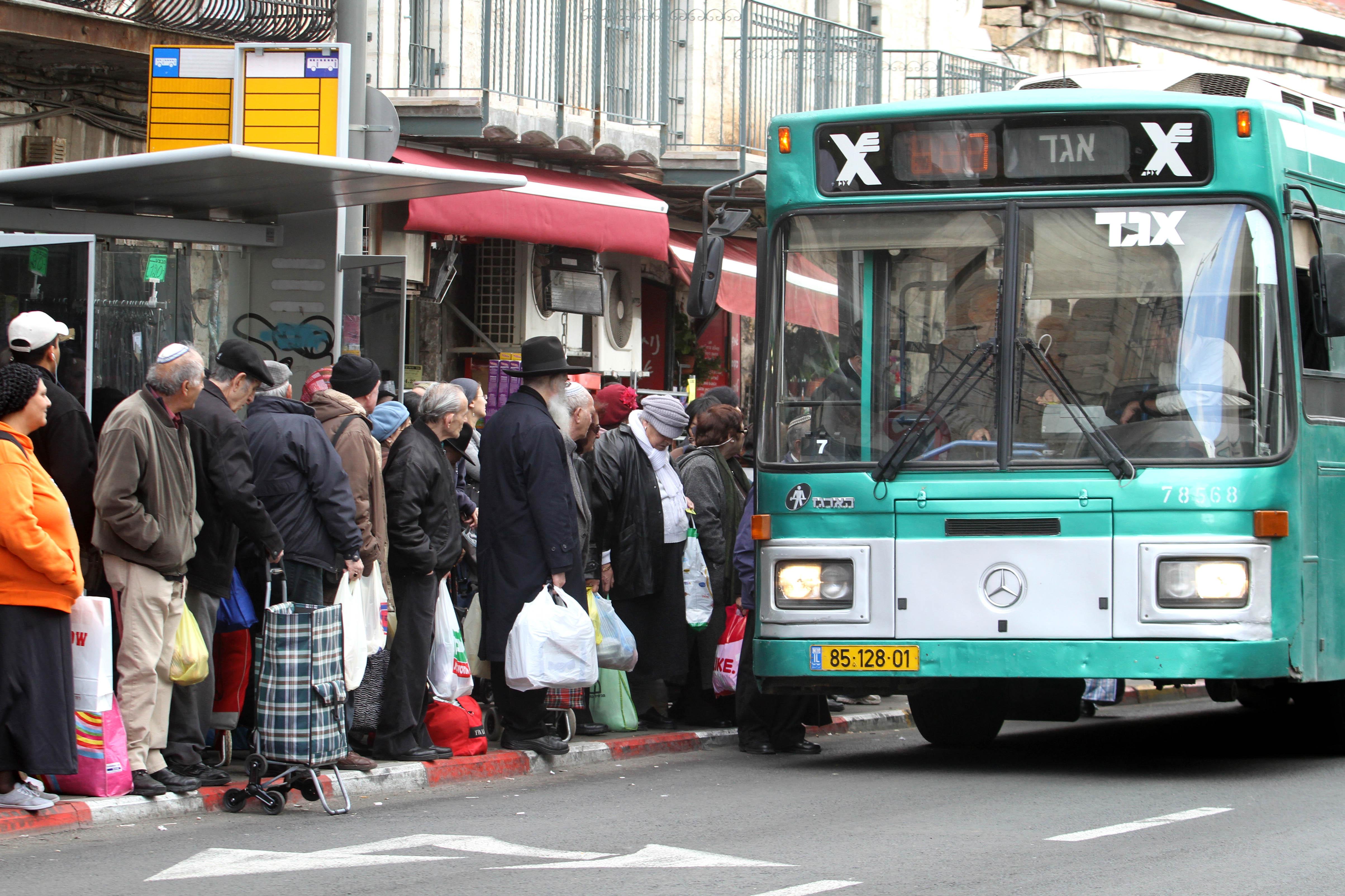 القدس: تزايد استقالات سائقي الحافلات الفلسطينيين بسبب التنكيل العنصرية