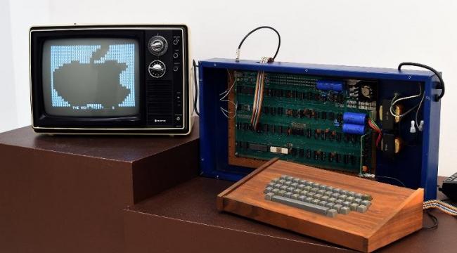 """365 ألف دولار لقاء جهاز كمبيوتر """"آبل"""" باعه ستيف جوبز في السبعينات"""
