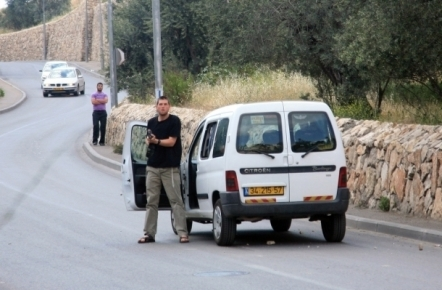 مستوطن يدهس مدرسة في النبي الياس بمحافظة قلقيلية