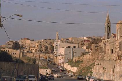 جماعات يهودية متطرّفة تنظم مسيرة استفزازية في يافا