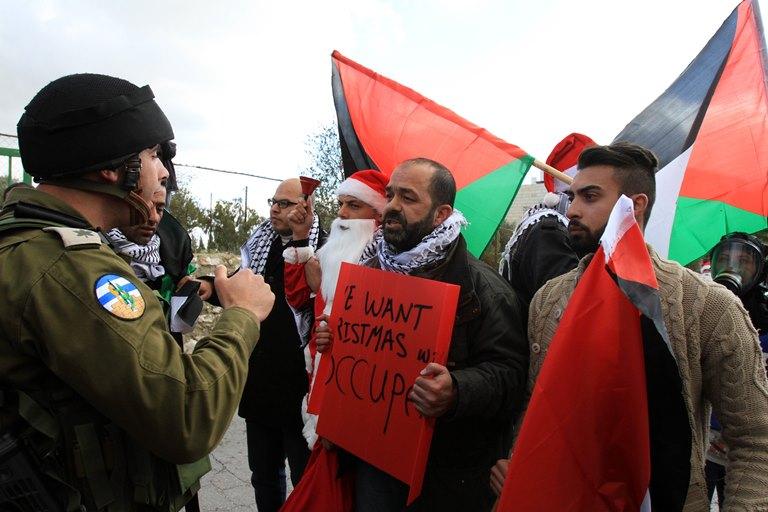 قمع قوات الاحتلال لمسيرة عيد الميلاد شمال بيت لحم