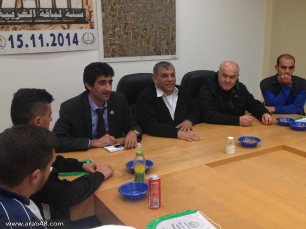 فريق اتحاد أبناء باقة الغربية يكرمون رئيس البلدية