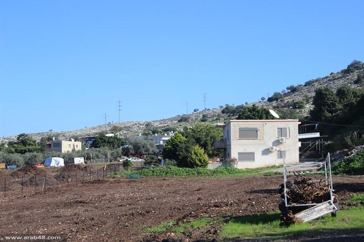 """""""عابر إسرائيل"""" يلتهم أراضي ومنازل إبطن"""