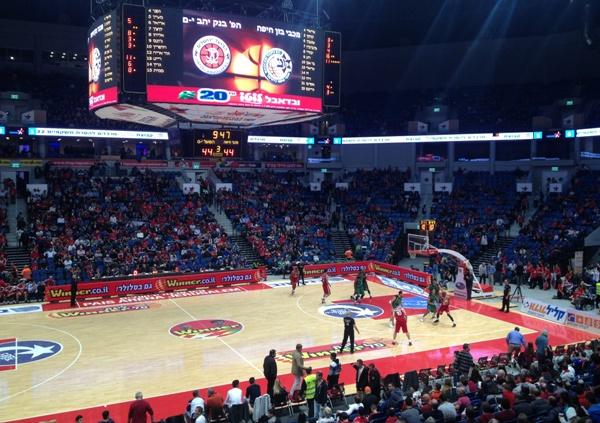 لماذا لا يوجد لاعبون عرب بفرق الدرجة العليا لكرة السلة الإسرائيلية؟