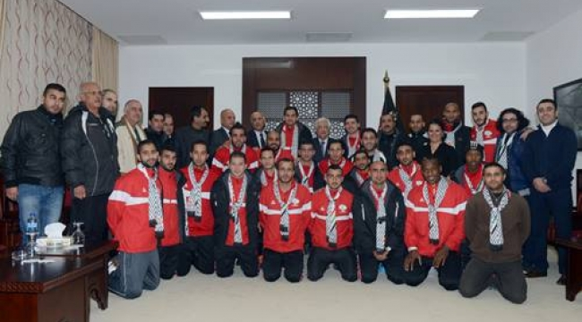 الرئيس عباس: وصول منتخبنا لنهائيات كأس آسيا إنجاز كبير لشعبنا