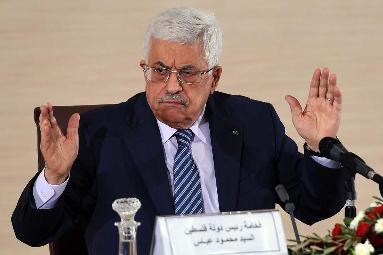 عباس يوقع طلب الانضمام إلى الجنائية الدولية