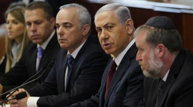 """""""مؤشّر الديمقراطية"""" في إسرائيل: 60% لا يثقون بالحكومة ويعتبرونها فاسدة"""