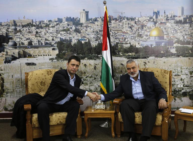 وفد الفيفا يلتقي هنية قبل مغادرته غزة