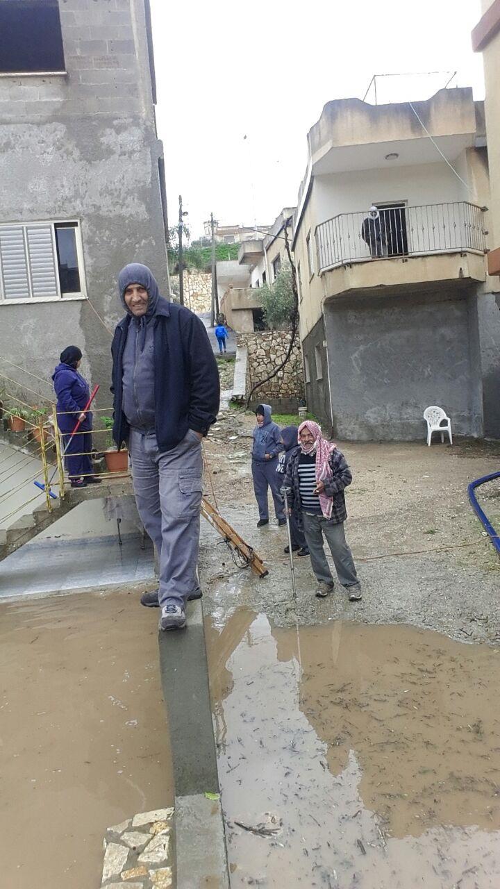 شفاعمرو: مياه الأمطار تغمر بيت محمد سواعد في وادي الصقيع