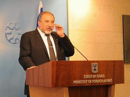 ليبرمان يزعم أن تقديم الانتخابات في إسرائيل منع تسوية إقليمية