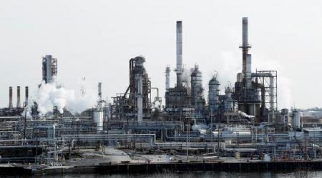 النفط يستقر دون 49 دولارا في ظل توقعات لمزيد من الانخفاض