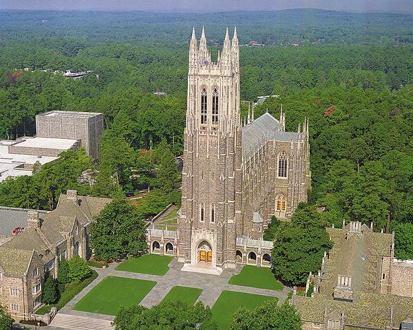 رفع الأذان في حرم جامعة أميركية عريقة... عبر الكنيسة