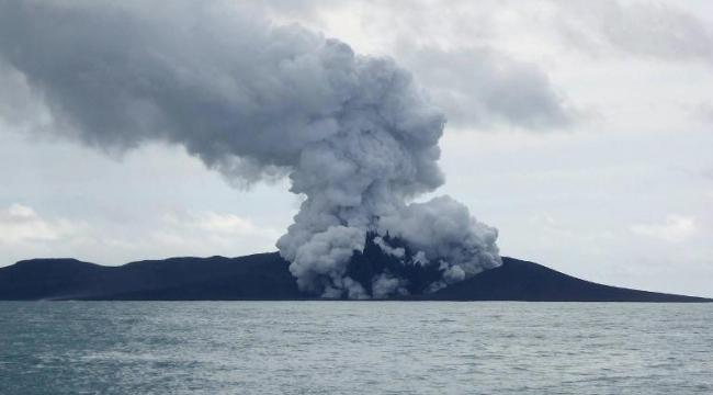 ثوران بركان في المحيط الهادئ يكون جزيرة جديدة