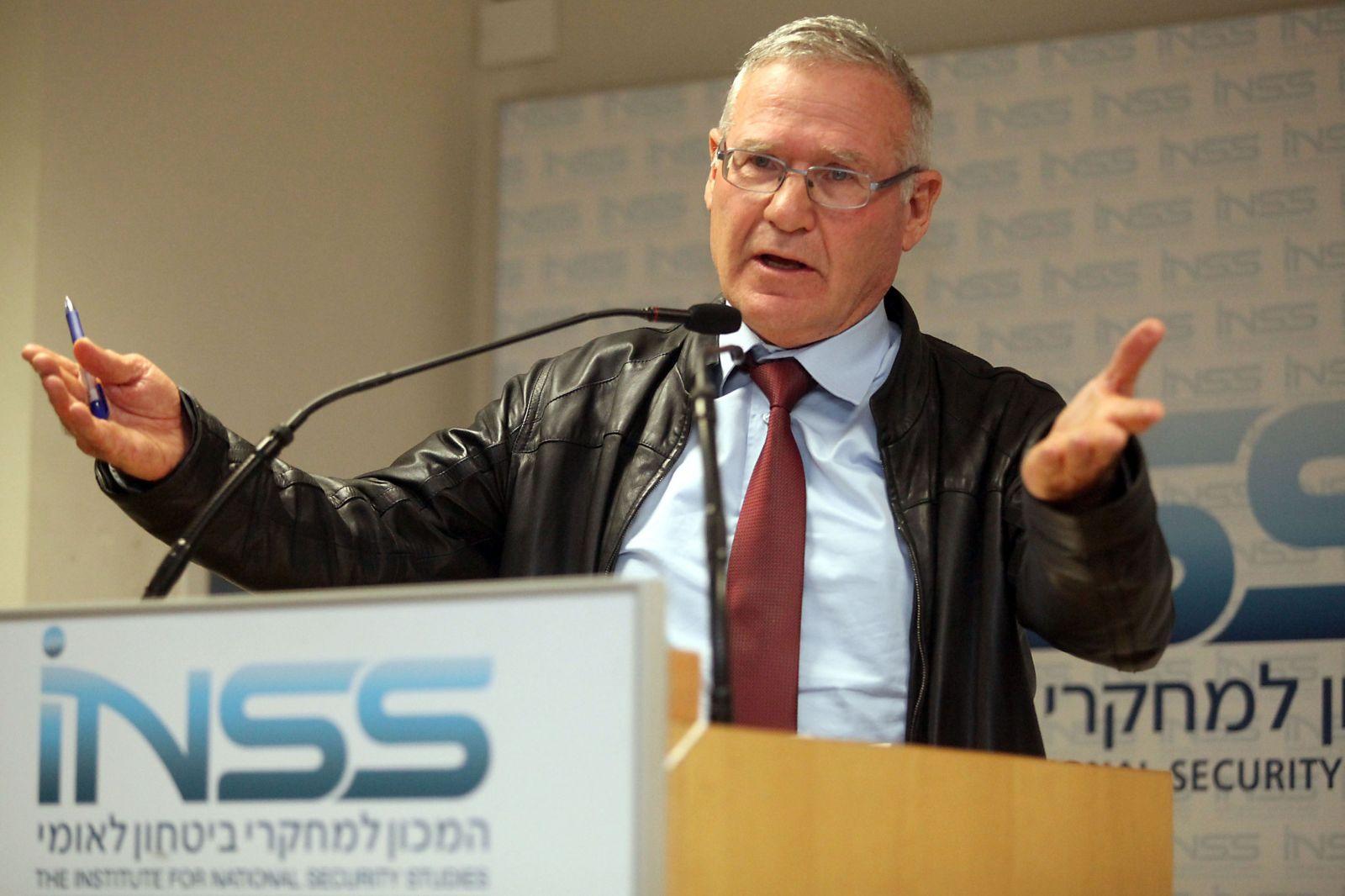 """يدلين ينضم إلى """"المعسكر الصهيوني"""" وموفاز يعلن عدم الانضمام"""
