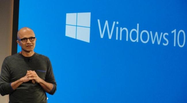 """""""مايكروسوفت"""" تعول على نظام """"ويندووز 10"""" وتقنية الواقع المعزز"""