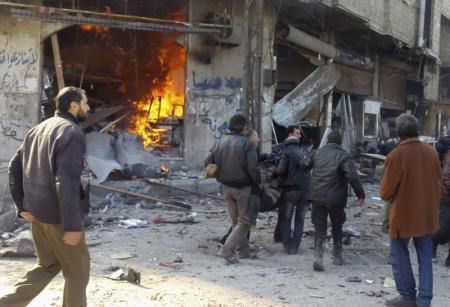 المرصد السوري: أكثر من 30 قتيلا في غارة جوية قرب دمشق