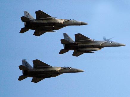 الاستنفار الإسرائيلي مستمر وحركة نشطة للطيران الحربي