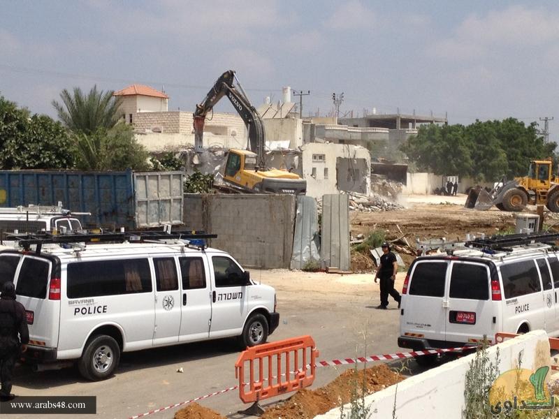 اللد: مسلسل هدم المنازل العربية يتواصل والتلويح بتصعيد النضال