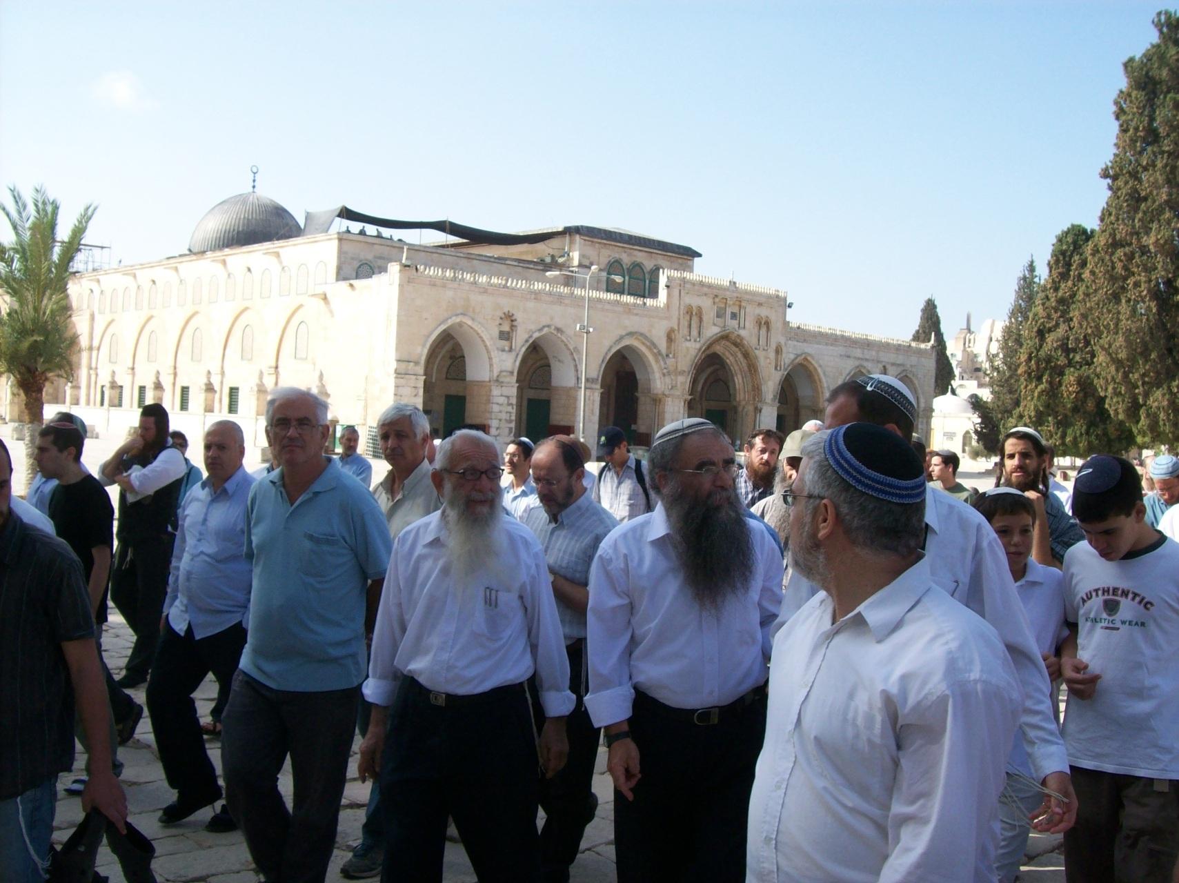 انتخابات الكنيست تلقي بظلالها على الأقصى و965 مستوطنا اقتحموا المسجد