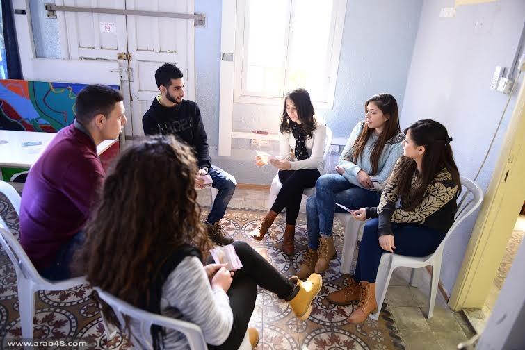"""طلّاب برنامج """"المنح الدّراسية"""" يناقشون مركبات الهُويّة الفلسطينيّة"""