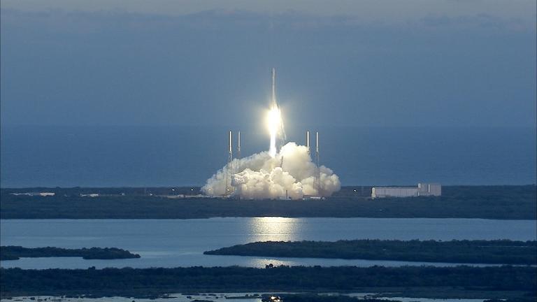 """""""سبايس اكس"""" تطلق قمرا اصطناعيا لمراقبة نشاط الشمس"""