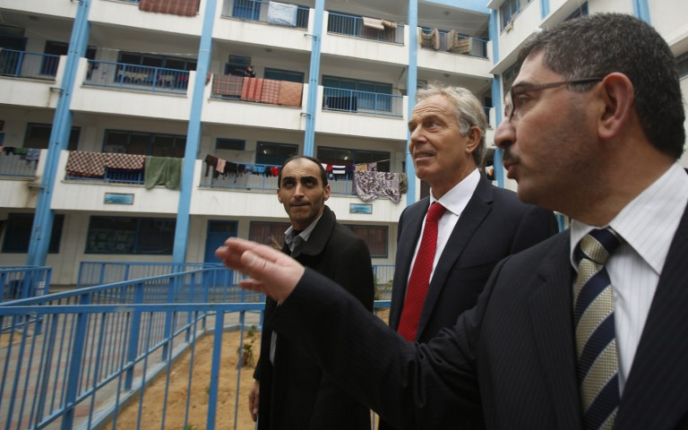 """بلير يعد بحل أزمة موظفي غزة اعتمادا على """"الطرح السويسري"""""""